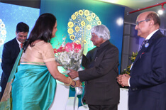 Mrs Jyoti Agarwal felicitates Dr Kalam at the inaugural function